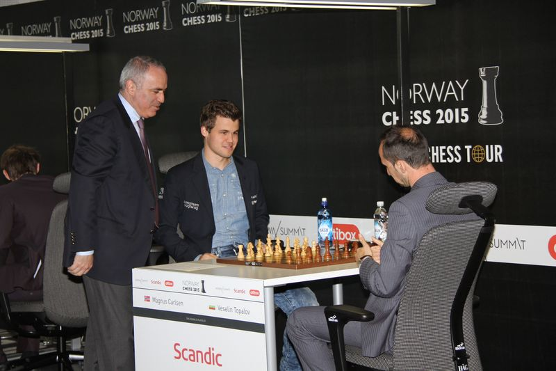 http://chesspro.ru/_images/gal/content/images/kasparov%2C1stmovecarlvtopa_004.JPG